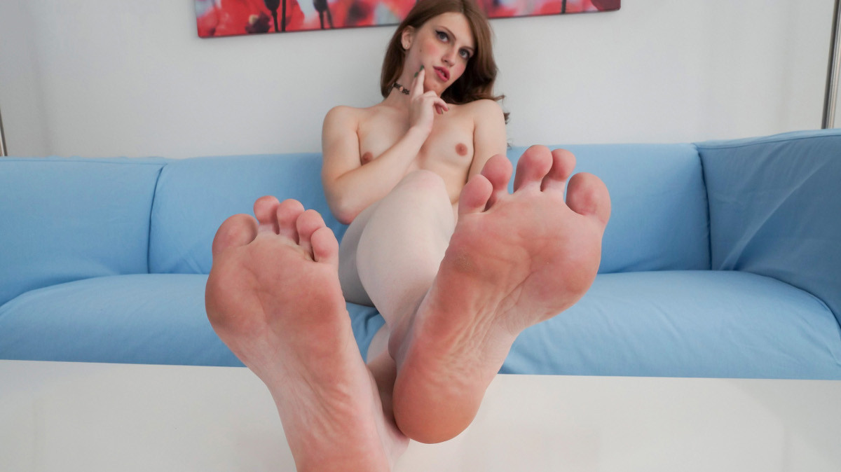 Foot Fetish: Meet Izzy Wilde!