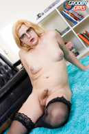 Valerie Summers Gets Naughty!